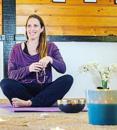photo de Maika en séance de yoga
